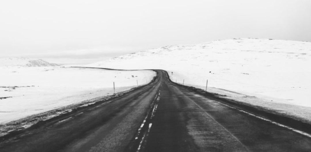 Route paysage enneigé