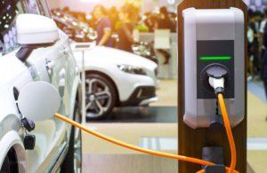 entretien voiture électrique 300x195 - eiverTips : les astuces de conduite par eiver